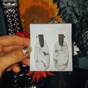 Kendra Scott Aragon Earrings in Marble Howlite